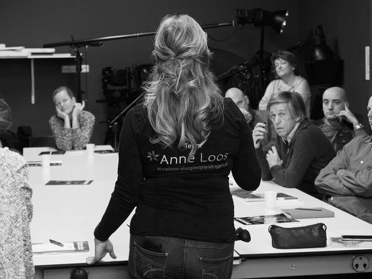 Anne geeft uitleg over de meerwaarde van goede visagie op de fotovakschool in Apeldoorn.